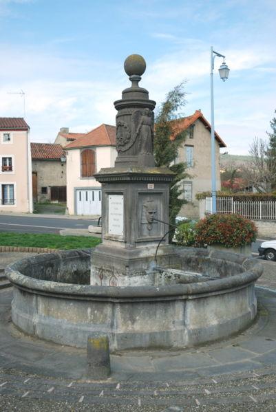 En chinant, les visiteurs peuvent apercevoir la fontaine de la place du Marché Déat