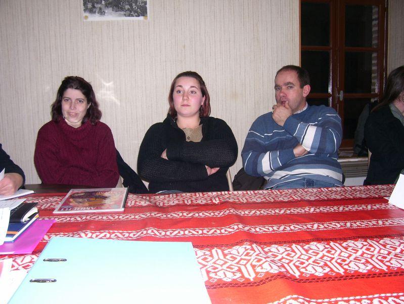 Aux cotés ici d'Emilie et Virginie, ThierryThierry Onzon, Maire de Combronde, a participé à l'AG du Comité des fêtes de Combronde
