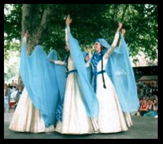 La Géorgie est un pays du Caucase, qui se trouve juste entre la frontière de l'Europe et de l'Asie. Ce groupe vient de la ville de Tbilisi, qui est la capitale de ce pays.